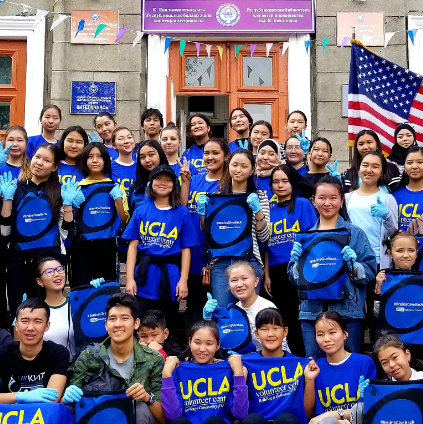 A large group of students participating in UCLA's annual Volunteer Day pose for a photo.